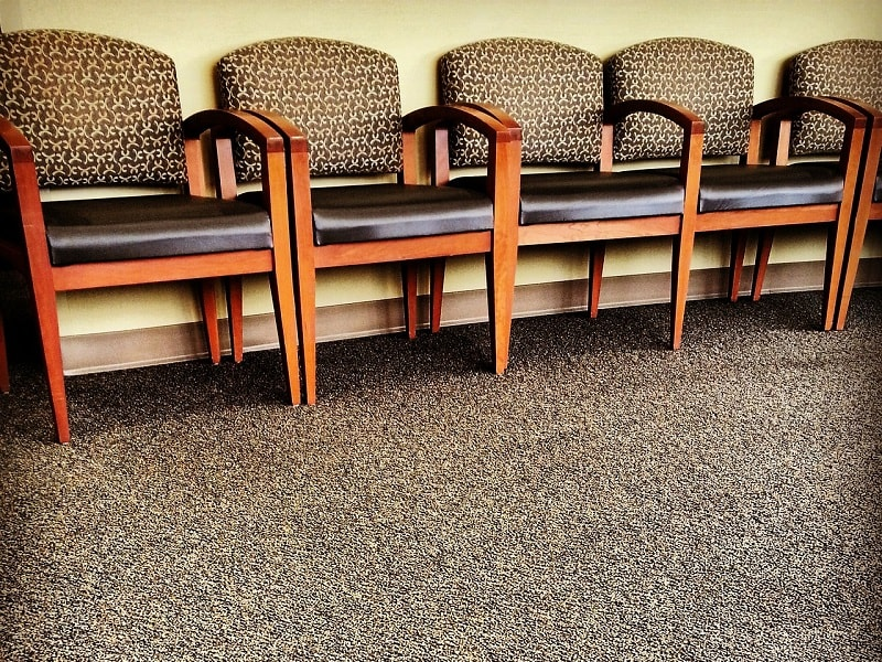 chairs-325709_1280-min